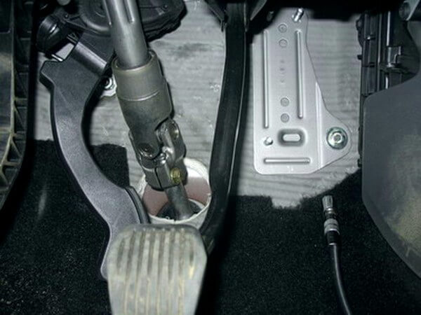 демонтаж педали акселератора FF2