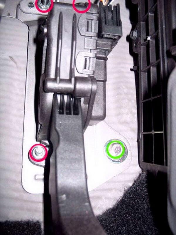 снятие педали газа форд фокус 2