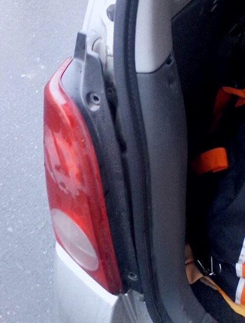 снятие задней фары Opel Agila