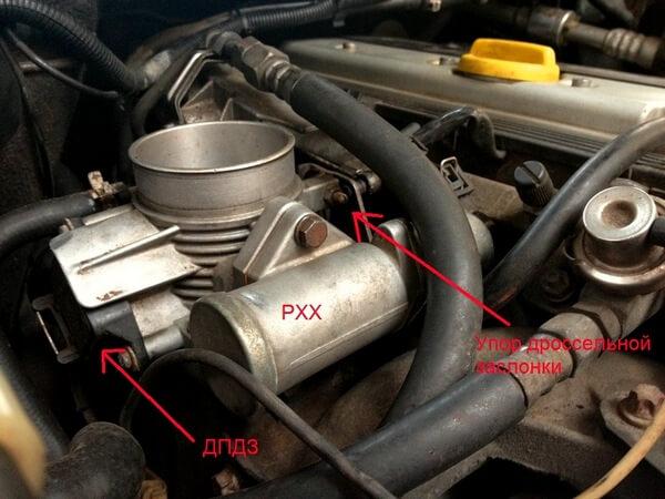 Расположение датчика ХХ на Opel Vectra B.jpg