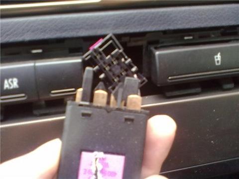 снятие кнопки аварийной стоянки/реле поворота VW Golf IV & Bora
