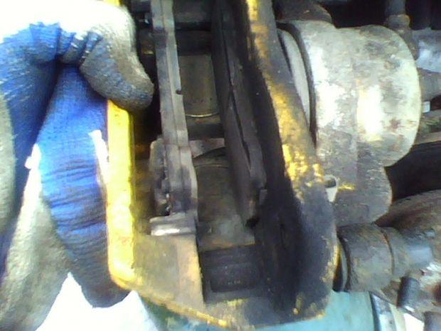 как заменить передние колодки на Мазда 626