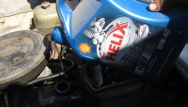 Заливка масла в двигатель Нива 2121