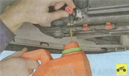 Как поменять охлаждающую жидкость на Форд Фокус 3