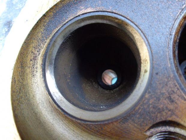 Седло впускного клапана 4-го цилиндра