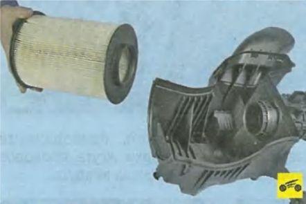 Как поменять воздушный фильтр Форд Фокус 3?