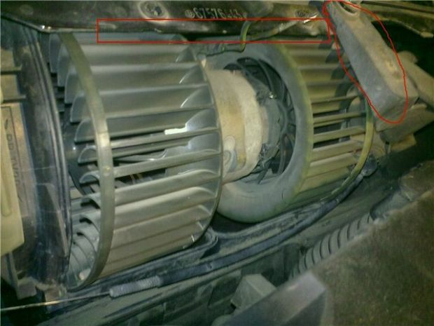 Как снять моторчик печки BMW 3 седан (E36)