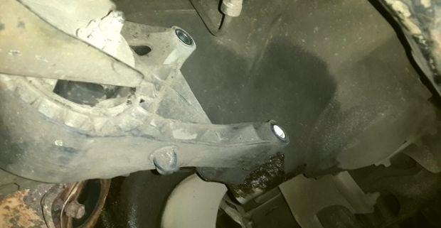Снятие нижней подушки КПП Опель Астра