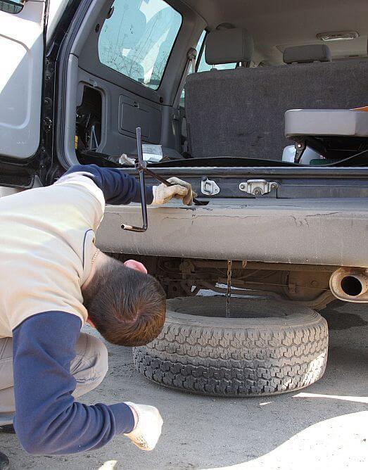 Как снять запаску на Toyota Land Cruiser Prado