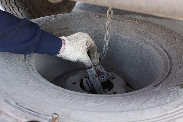 снятие/установка запасного колеса Тойота Ленд Крузер