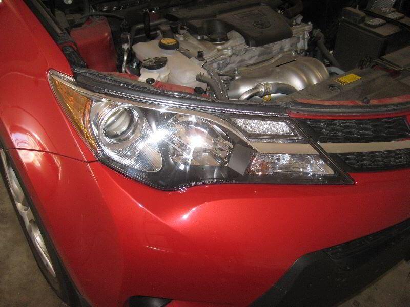 Замена ламп Тойота РАВ 4. Фото, инструкция как поменять лампы ближнего,  дальнего света, габариты и поворотники