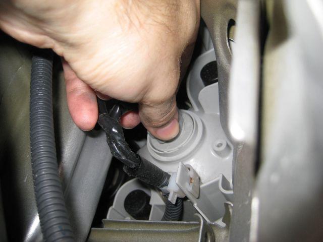 Замена лампы переднего габаритного света - Форум Тойота ...