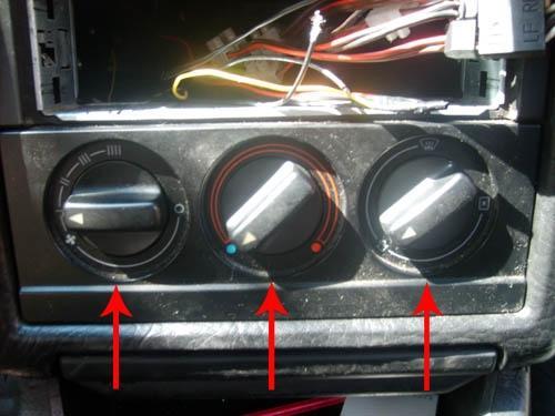 Замена радиатора печки на Audi 80 B3.