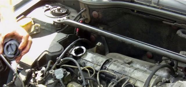 Рено сандеро замена масла в двигателе своими руками