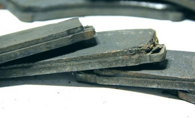 Замена задних тормозных колодок мазда 6 своими руками видео